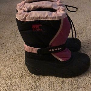 Sorel snow boots size 4 worn one season EUC